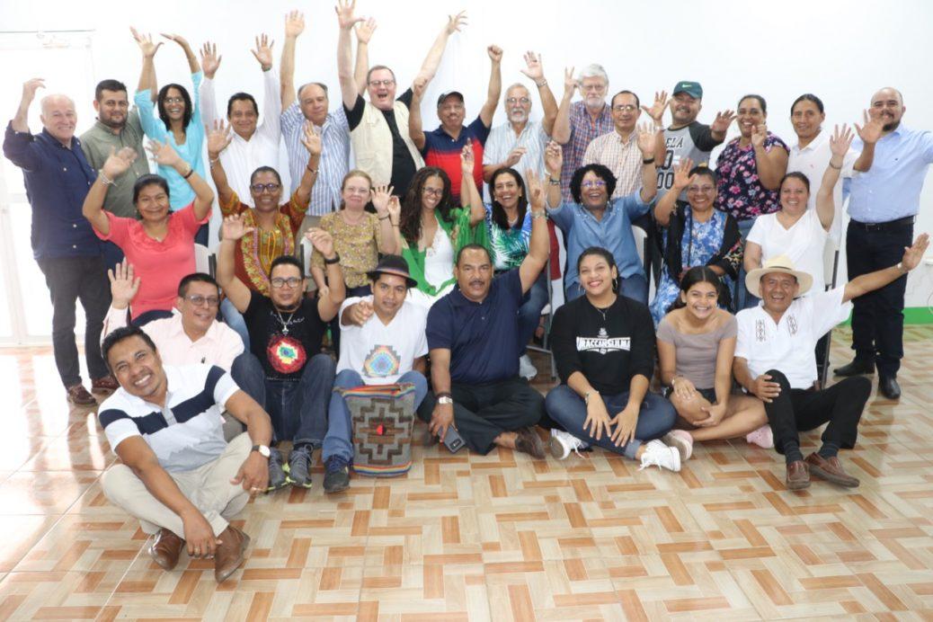 Muestra 30 personas que participaron en el evento