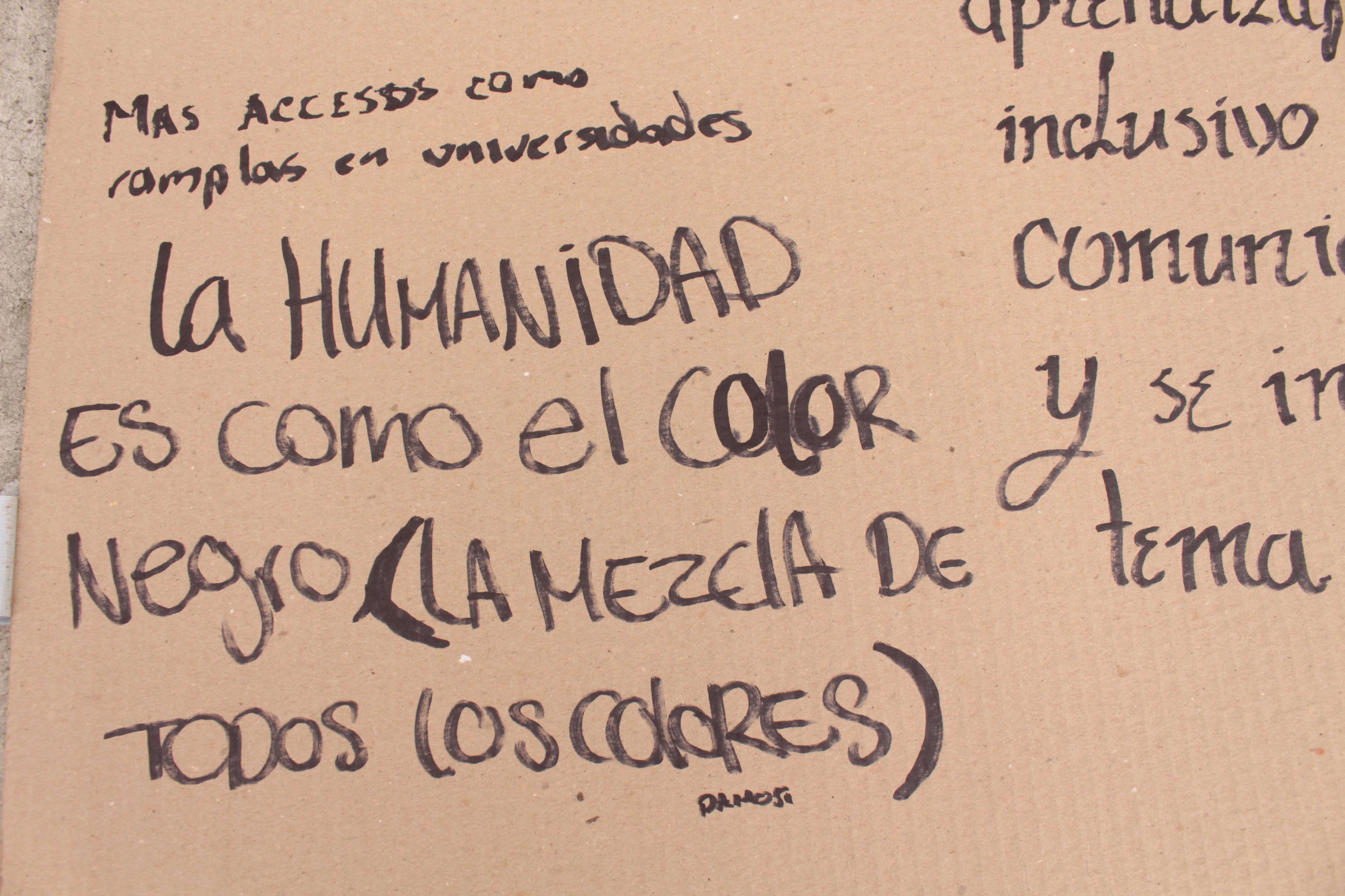 Más accesos como rampas en universidades; La humanidad es como el color negro (la mezcla de todos los colores)
