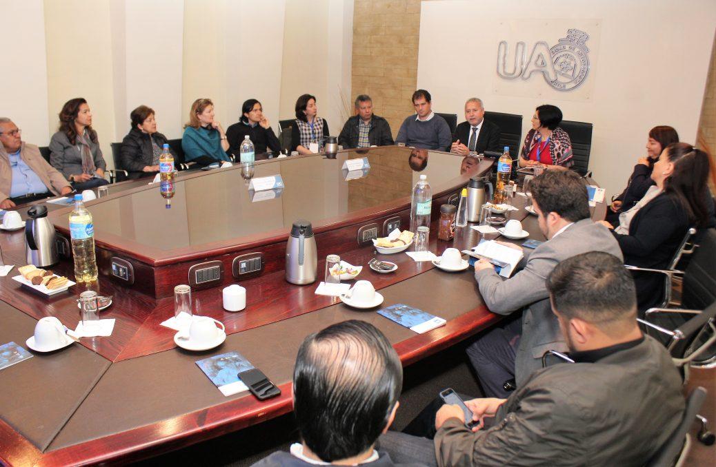Mesa con equipo ACACIA en el cierre del proyecto realizado en la Universidad Antofagasta