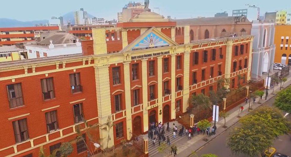 Entrada principal de la Universidad Nacional Federico Villarreal